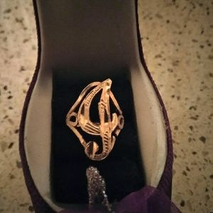 10K Gold letter G ring. Size 4.5